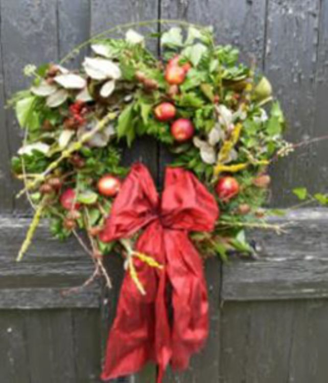 Wednesday 29<sup>th</sup> November, 10.30am - 1.30pm<div style='margin: 5px 0px;'><span>Traditional Christmas Wreath-making. Workshop with Sean Barton, Head Gardener at Henbury Hall<span></div>